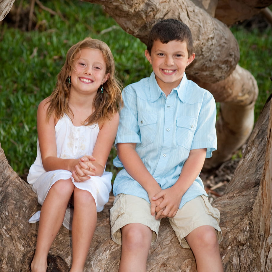 sis and bro in tree